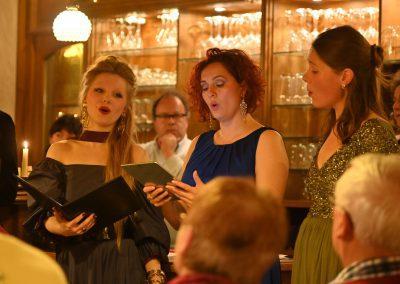Katharina, Marina und Hannah- Opera et Cetera im Weingut