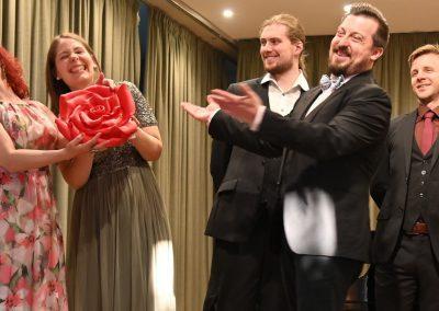 opera et cetera in ein hoch auf die rosen und die liebe im mai